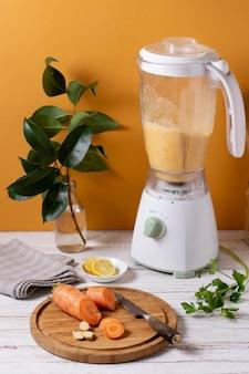 Karotten- und mixer mit hohem winkel