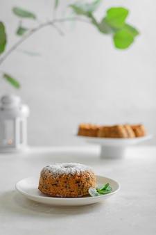Karottenkuchen (kuchen, muffin). vegetarisches (mageres) essen. gesunde ernährung - ein leicht leckeres, nahrhaftes frühstück (snack).