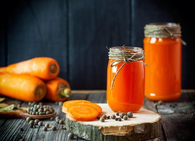 Karottensaft im glas