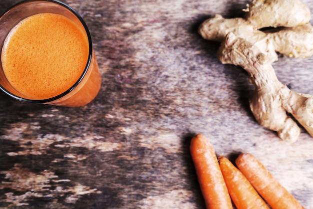 Karottensaft mit ingwerwurzel