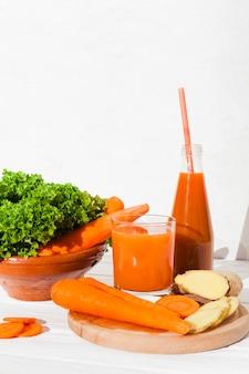 Karottensaft und verschiedenes produkt