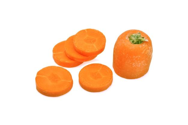 Karottenscheiben isoliert.
