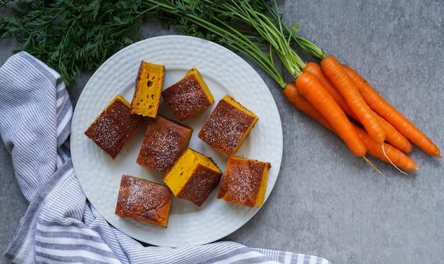 Karottentorte, gluten frei, gesundes konzept, graue draufsicht