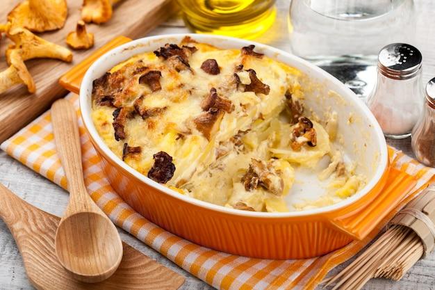 Kartoffelauflauf mit pfifferlingen und käse