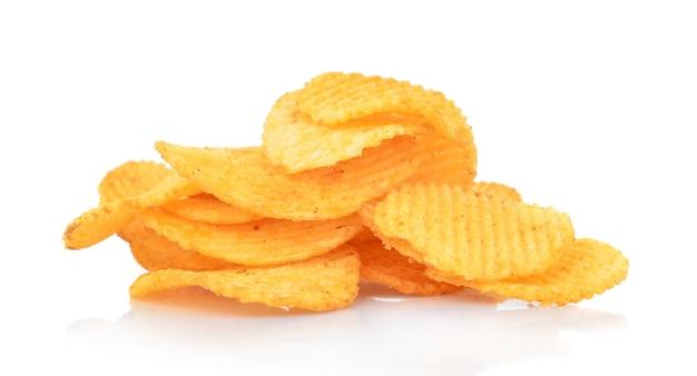 Kartoffelchips isoliert auf weiß