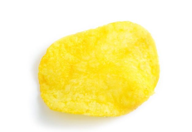 Kartoffelchips lokalisiert auf einem weißen hintergrund