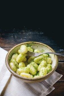 Kartoffelgnocchi mit pesto