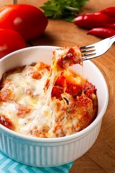 Kartoffelgnocchi mit tomaten-käse-sauce