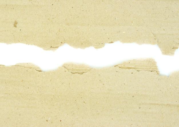 Kartonstücke auf dem isolierten weißen hintergrund