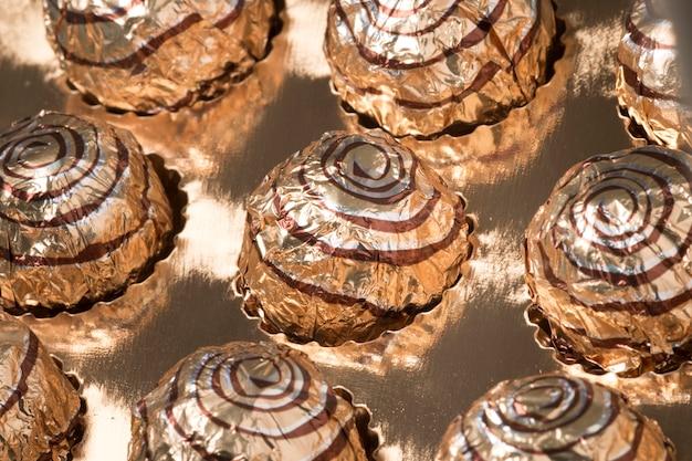 Kasten süße runde pralinen