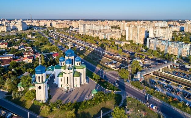 Kathedrale der heiligen dreifaltigkeit in troieshchyna - kiew, die hauptstadt der ukraine