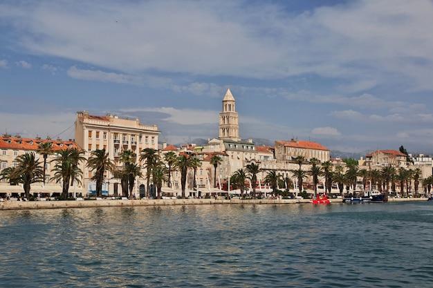 Kathedrale des heiligen domnius in der aufgeteilten stadt auf adriatischem meer, kroatien