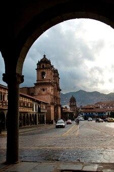 Kathedrale in einer stadt, kirche de la compania de jesus, plaza de armas, cuzco, peru