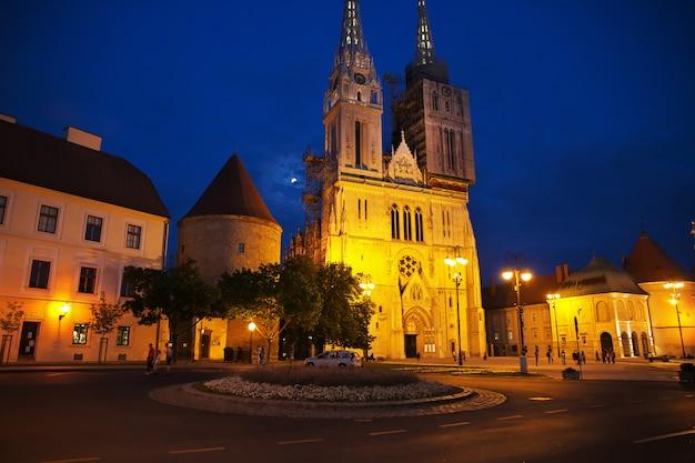 Kathedrale mariä himmelfahrt in der nacht, zagreb, kroatien