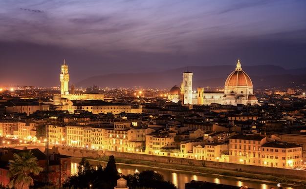 Kathedrale von florenz bei nacht in florenz - italien