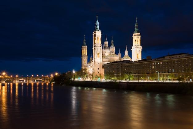 Kathedralen-basilika unserer dame der säule, saragossa die hauptstadt von aragonien, spanien.