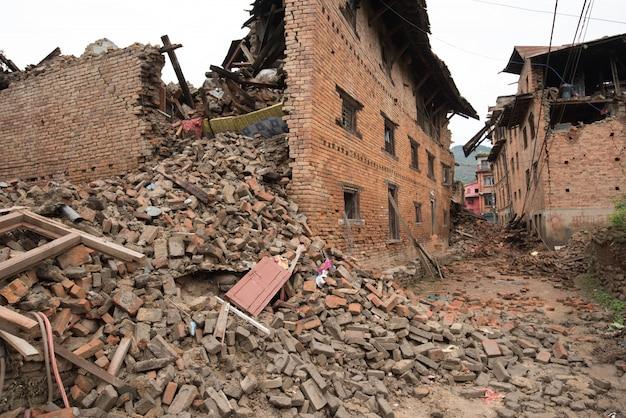 Kathmandu nepal, das nach dem schweren erdbeben schwer beschädigt wurde