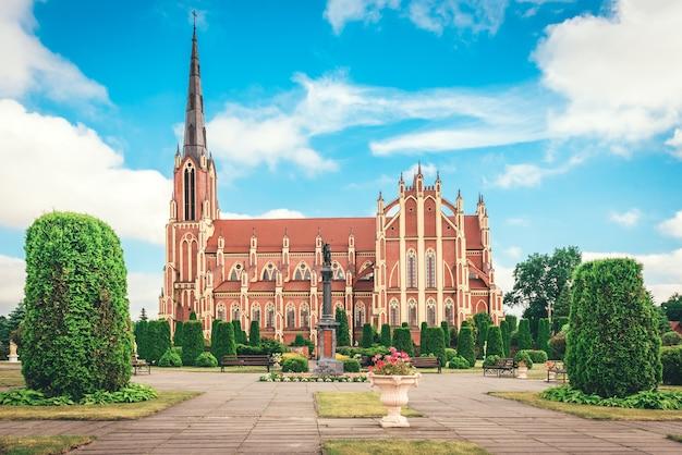 Katholische kirche der heiligen dreifaltigkeit, dorf gervyaty, region grodno, weißrussland