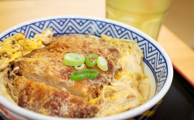 Katsudon japanisches essen