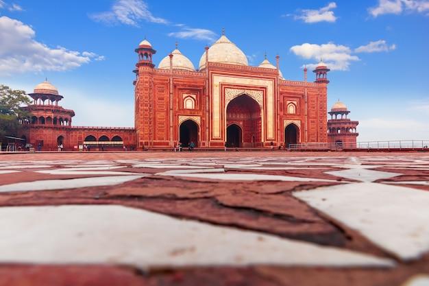 Kau-ban-moschee im taj mahal-komplex, indien, agra.