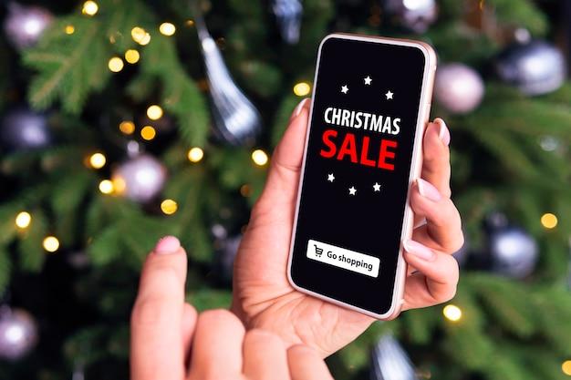 Kaufen sie geschenke zu weihnachten und neujahr über das internet. onlinehandel. weihnachtsverkauf im online-shop