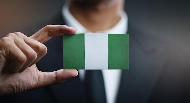 Kaufmann holding card nigeria flagge