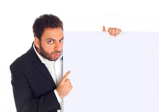 Kaufmann zeigt eine plakatwand