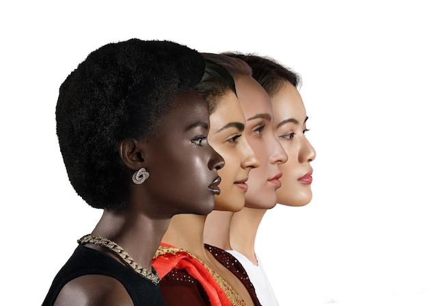 Kaukasische frau, afroamerikaner, asiatische frau und indisches frauenprofilporträt lokalisiert auf weißem hintergrund. gleichberechtigung verschiedener nationen. mehrere verschiedene rassen weibliches freundschaftskonzept.