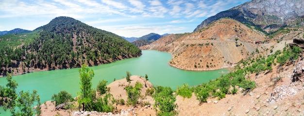 Kayseri zamanti river auf dem weg zum kapuzbashi wasserfall