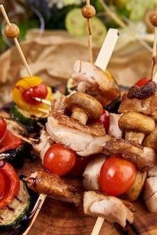 Kebabs - gegrilltes fleisch und gemüse