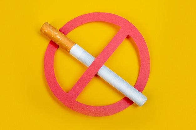 Kein rauch. rauchen verboten. stoppen sie ihre schlechte gesundheit. auf gelb