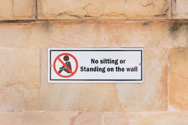 Kein sitzendes schild mit nachrichten
