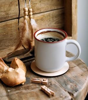 Keks mit einer tasse kaffee