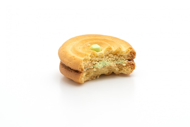Keks mit pandancreme mit einem bissen