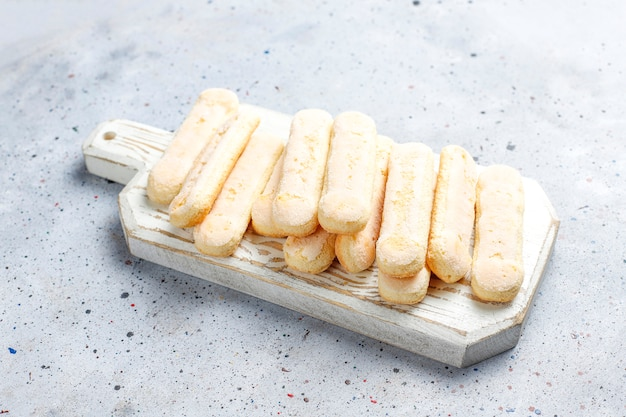 Kekse ladyfingers, savoiardi, süße biskuitkuchen