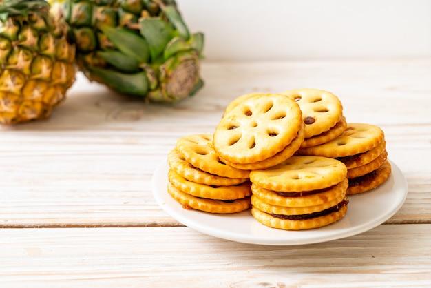 Kekse mit ananasmarmelade