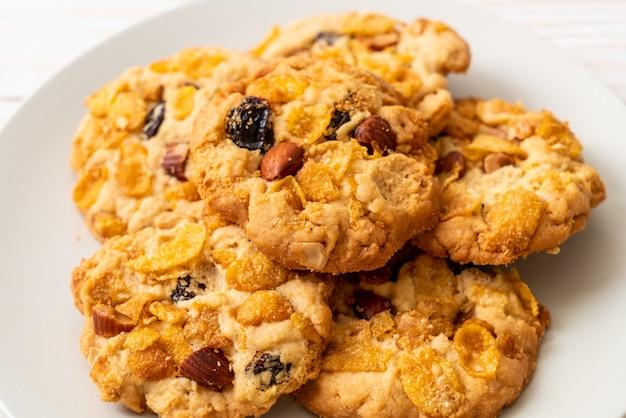 Kekse mit cornflakes rosine und mandeln