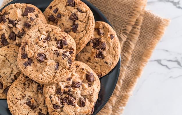 Kekse mit dunklen schokoladenchips