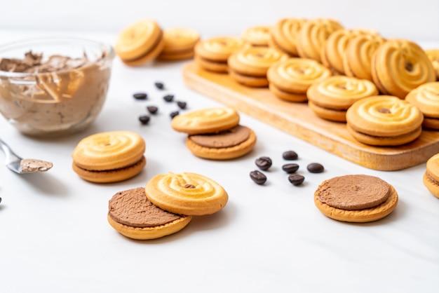 Kekse mit kaffeecreme