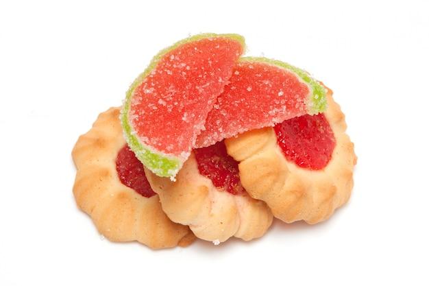 Kekse mit marmeladen- und marmeladenscheiben