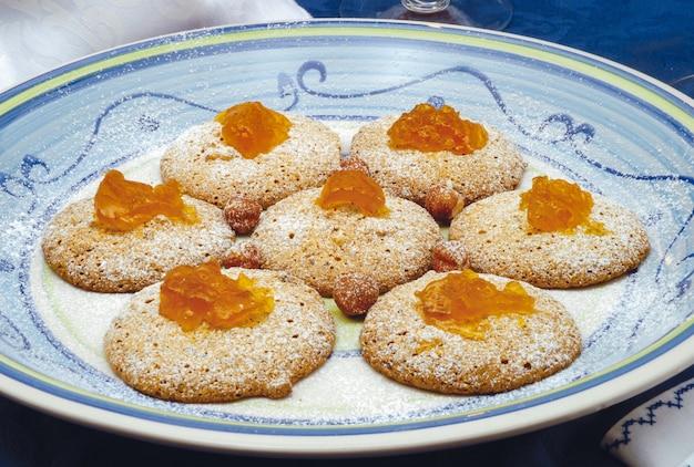 Kekse mit walnüssen und haselnüssen