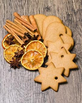 Kekse mit zimt und orange getrocknet