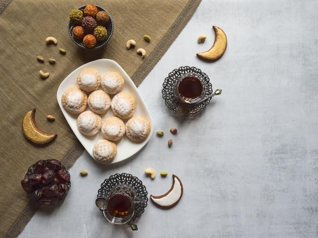 Kekse von el fitr islamic feast. ramadan süßigkeiten. ägyptische kekse