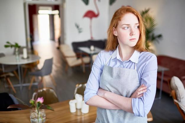 Kellnerin im café