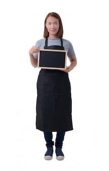 Kellnerin, lieferfrau oder soldatin im grauen hemd und im schutzblech lokalisiert auf weißem hintergrund