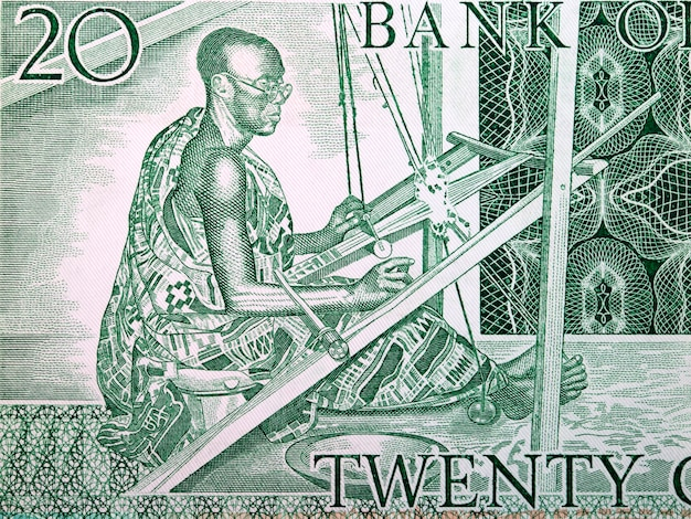 Kente weber aus altem ghanaischem geld