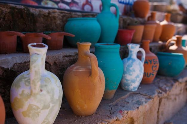 Keramikgeschirr von lokalen handwerkern in kappadokien