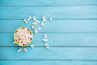 Keramikschale mit popcorn