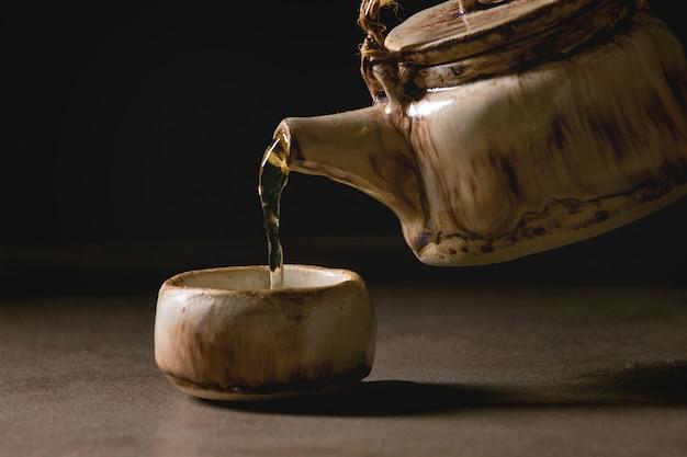 Keramische handgemachte teekanne