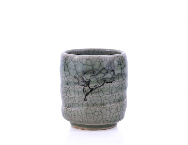 Keramische japanische teetasse isoliert